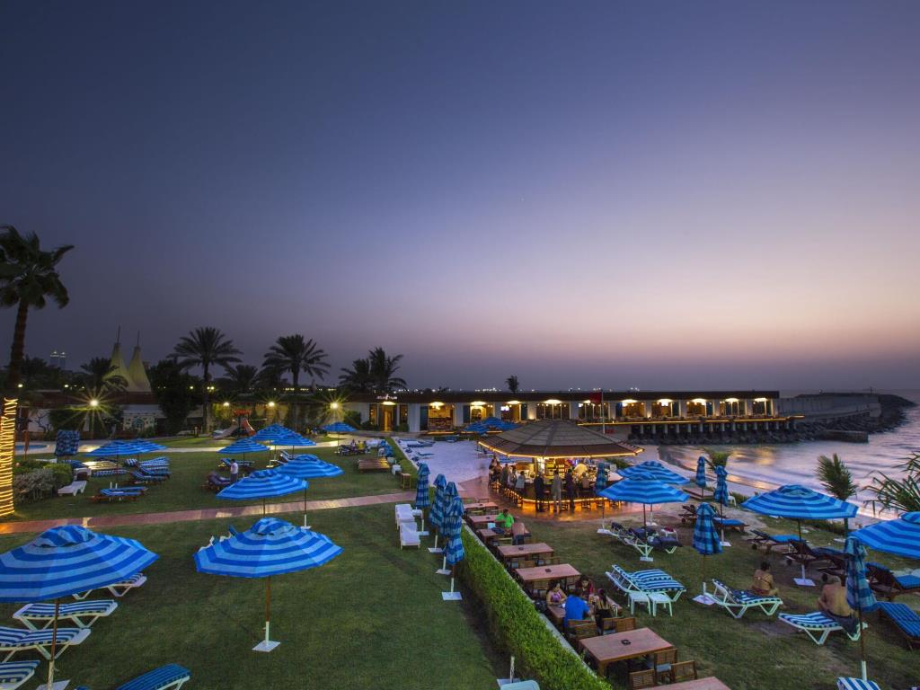 Отель Dubai Marine Beach Resort & Spa